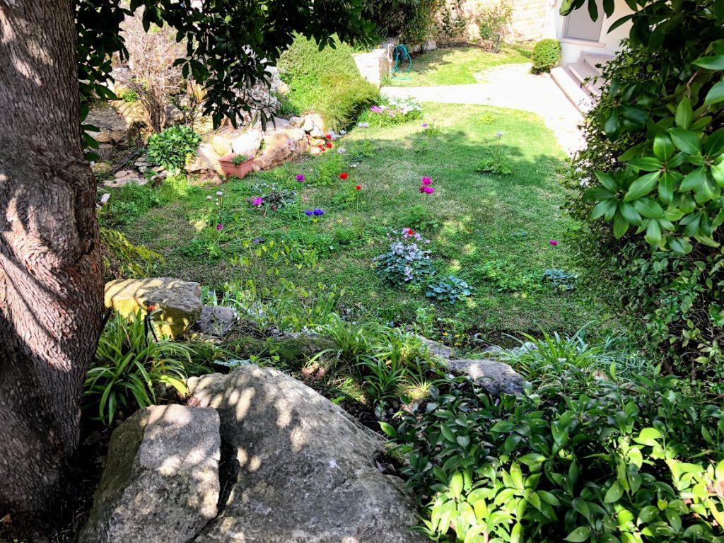 הגינה הקדמית של הצימר